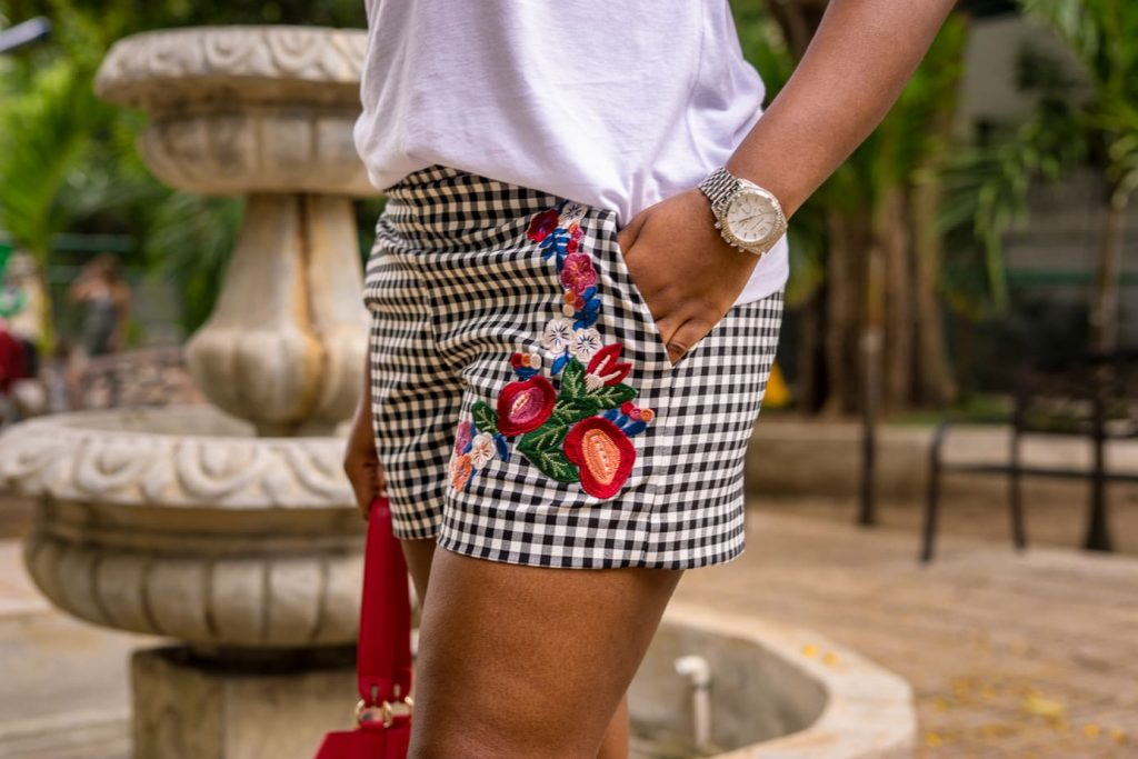 The Best Way To Style Your Gingham Shorts | Embroidered Prints | Florals | Embroidery Top | Gingham Print