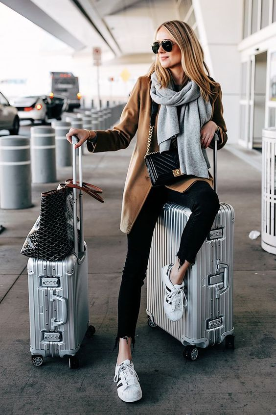 Best Outfit For Travelling At The Airport