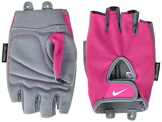 Nike Training Gloves | How To Invest In The Right Active Wear | Travel Beauty Blog | Workout Wear | Gym Clothing | Active Wear | Gym Essentials | What To Wear To The Gym
