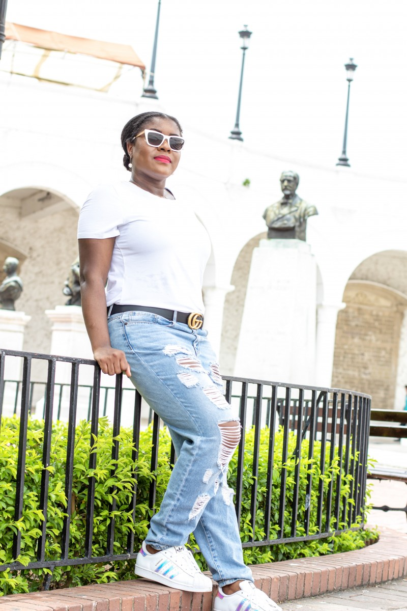 How To Wear A White Tee And Look Good | Travel Beauty Blog